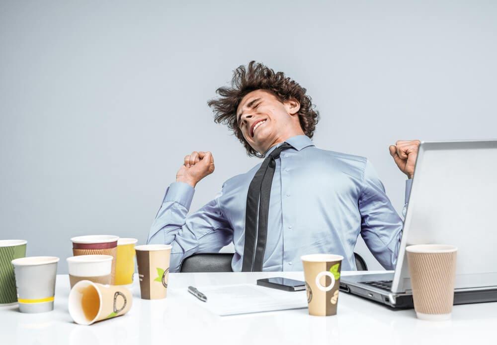 労働時間が長すぎて疲れているブラック企業社員の画像