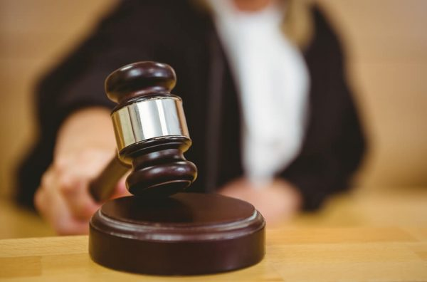 ブラック企業を訴える裁判のイメージ画像