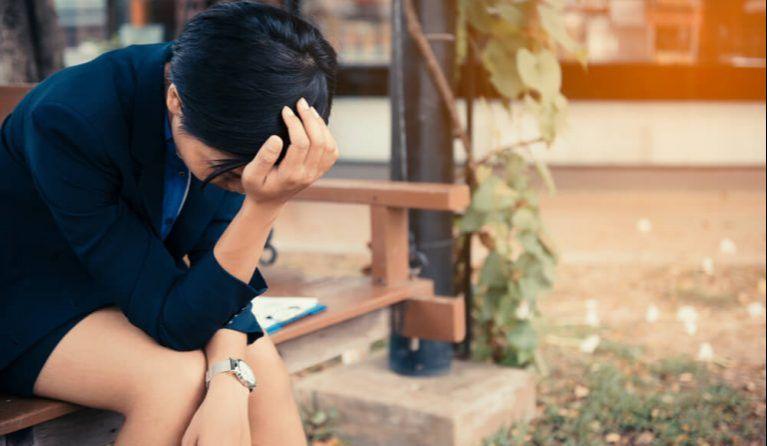 落ち込んでいる営業の女性