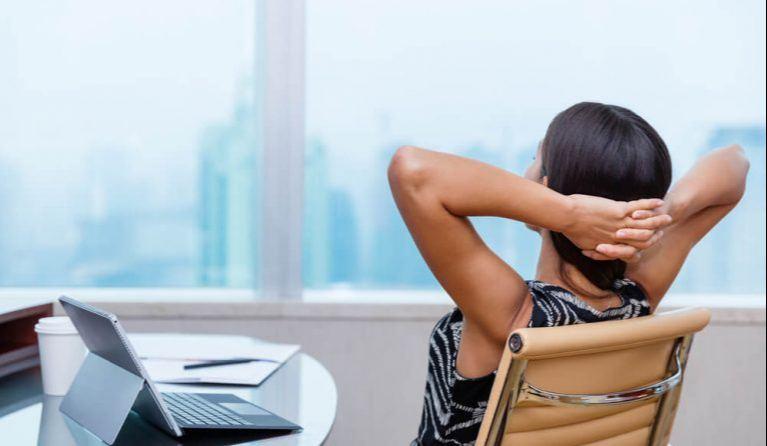 休職する女性