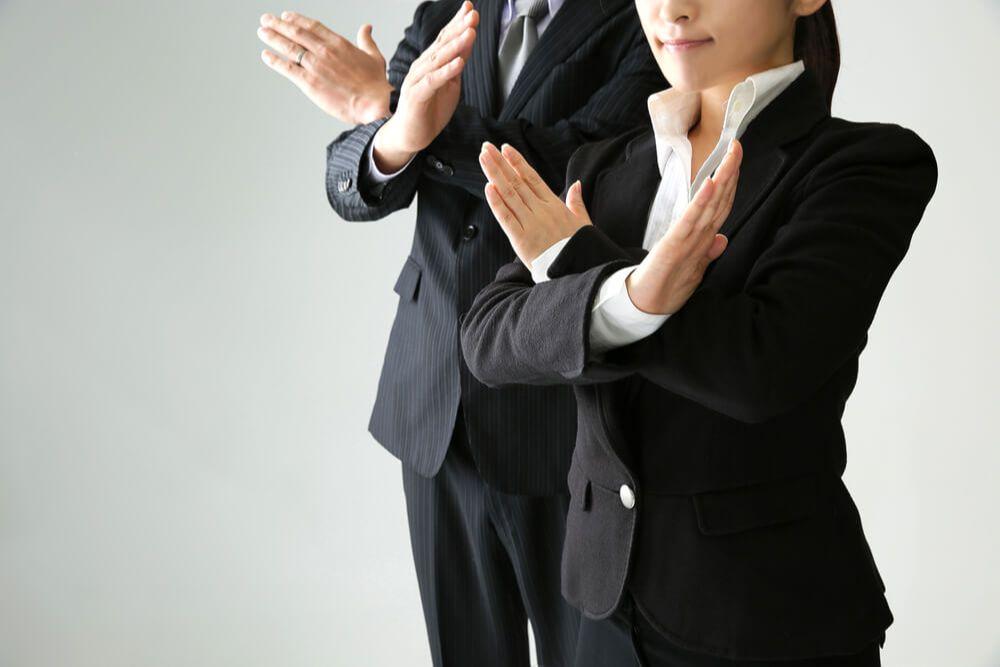 残業を禁止する男女
