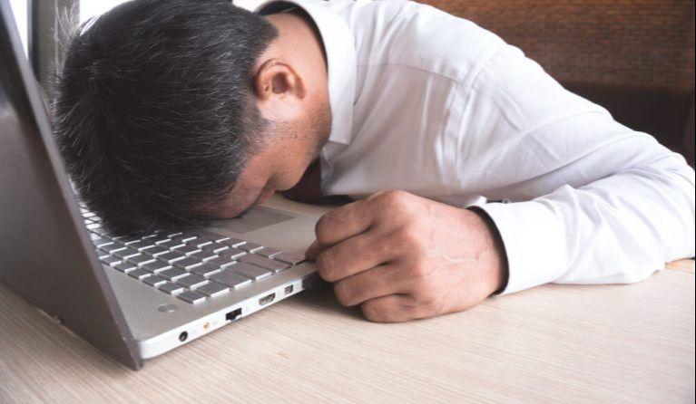 120時間残業をして疲労で動けない