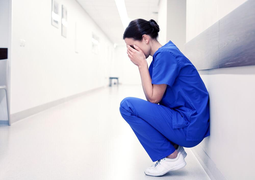 看護師を辞めたいと思っている女性