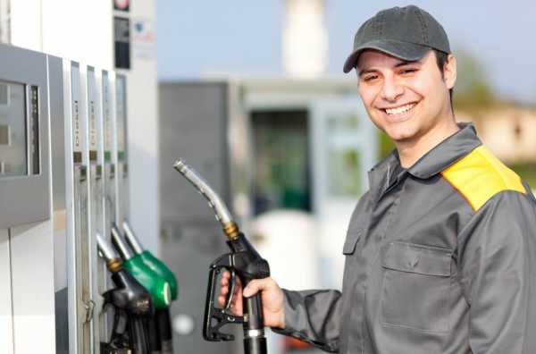 残業代をもらっていないガソリンスタンドの男性