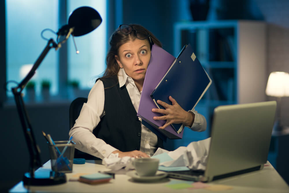 36協定の上限を超えた残業時間の女性