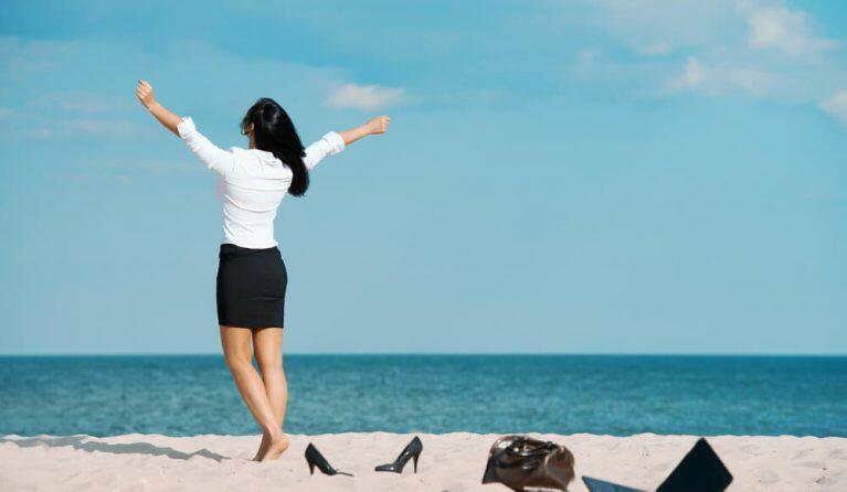 年間休日が平均以上の女性