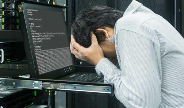 残業するシステムエンジニア