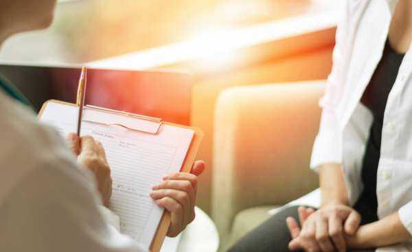 交通事故の後遺障害診断書をもらう人